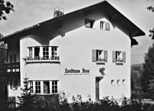 Landhaus Anna: Verwaltungssitz und Zentrum der Jüdischen Gemeinde Regen | Seat of the administration and community center of the Jewish Community of Regen